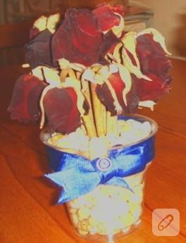 Plastik bardaktaki güller…