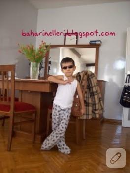 Pijamasıyla mutlu Ahmet Kaan