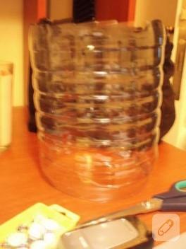 Sizce bu su şişesinden ne yapıldı?