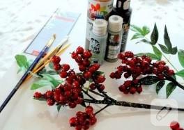 Tuval üzerinde kırmızı küçük meyveler