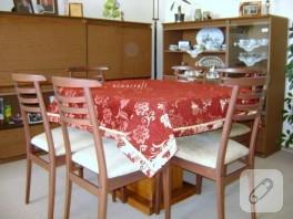 Bordo masa örtüsü