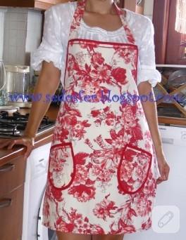 Çiçek desenli kırmızı mutfak önlüğü