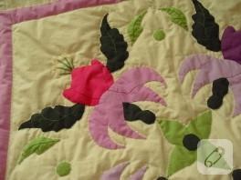 Küpe çiçeği motifli yatak örtüsü