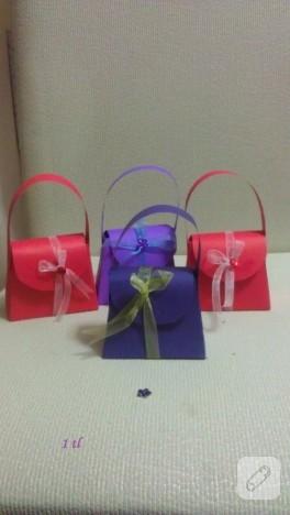 Çanta şeklinde hediye kutuları