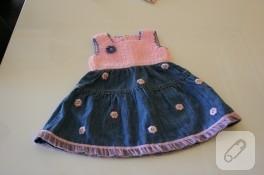 Küçülmüş eski kot etekten bebek elbisesi