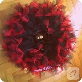 Kırmızı siyah pettitütü takım