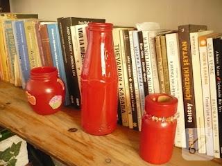 Kırmızı şişeler