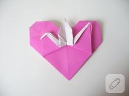 Origami kalp içinde turna kuşu
