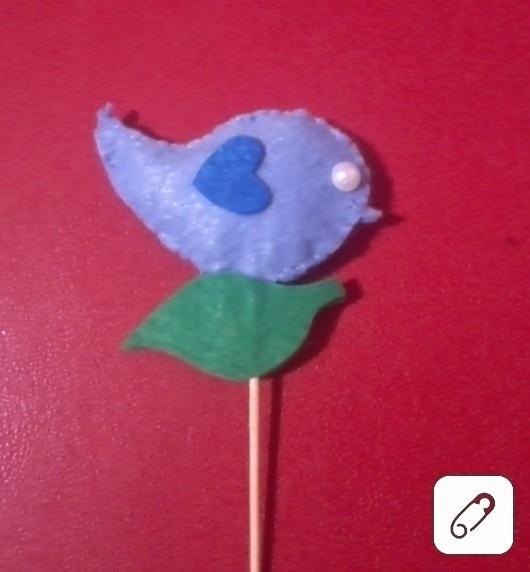Çubuklu keçe kuş