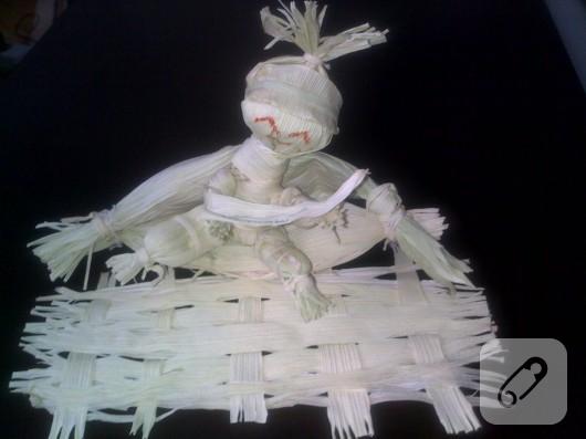 Mısır çöpünden bebek
