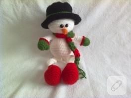 Örgü Noel Baba ve kardan adam