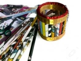 Dergi sayfaları ve kurdelelerden kutu yapımı – 2013 yılbaşı yarışması