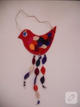 Kırmızı keçe kuş