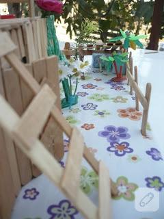 Dondurma çubuklarından maket ev