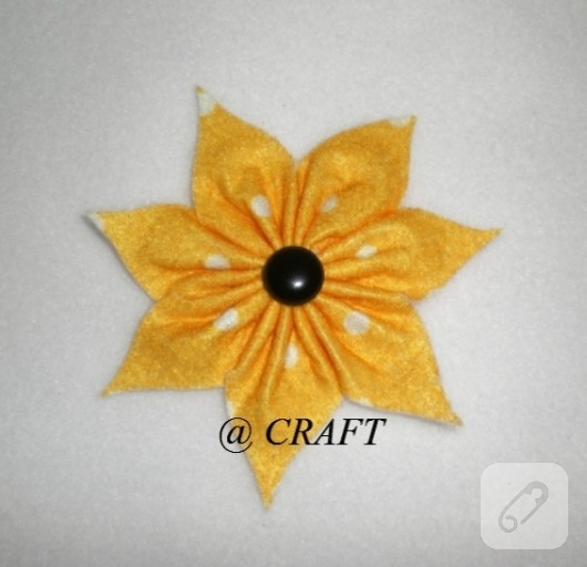 Keçe çiçek magnetler