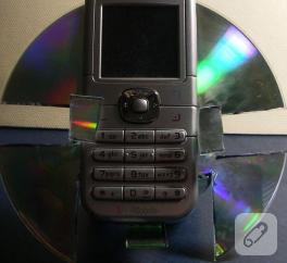 CD'den cep telefonu standı
