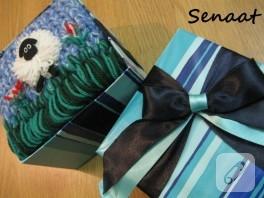 Kuzulu çocuk atkısı ve hediye kutusu