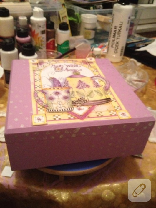 Ahşap boyama çay kutusu