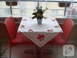Kanaviçe gelincik motifli masa örtüm