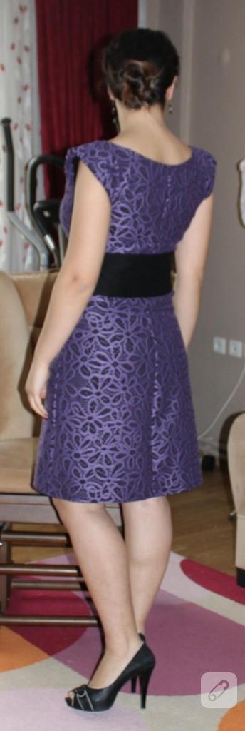 Mor çiçekli elbise