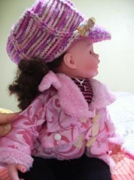 Kız çocuklara örgü şapkalar ve atkılar