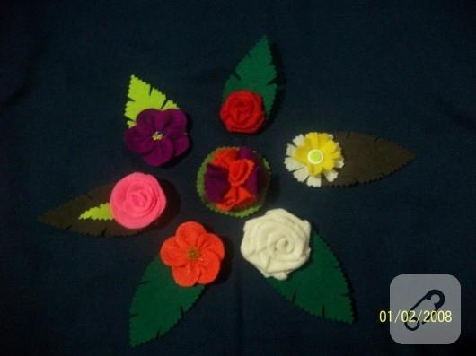 Keçe çiçek broşlar