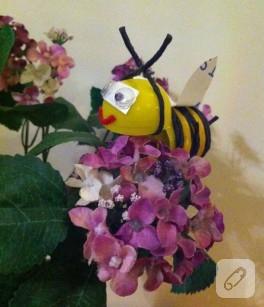 Süpriz yumurtadan arı yapımı (çocuk faaliyetleri)