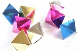 Renkli kartonlarla süs yapımı
