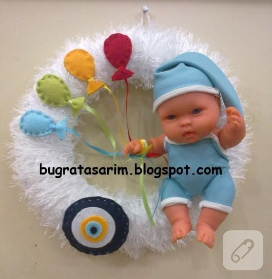 Bebekli kapı süsü