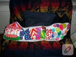 Melis'in isim yastığı (el boyaması)