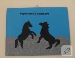 Atlar – keçe duvar panosu