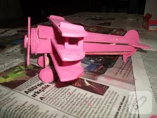 Ahşap oyuncak uçak
