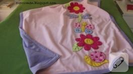 Çiçekli böcekli bebek battaniyesi