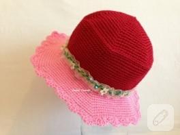 Güneşe karşı örgü şapka