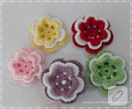 Tığ işi çiçek motifli ve keçeli iğneliğim