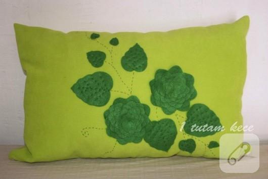 keçe işlemeli yastık