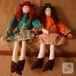 Keçe kıyafetli kumaş bebekler