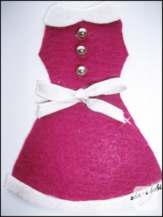 Pembe keçe elbise