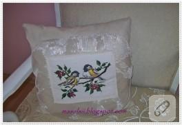Çarpı işi kuş desenli yastık