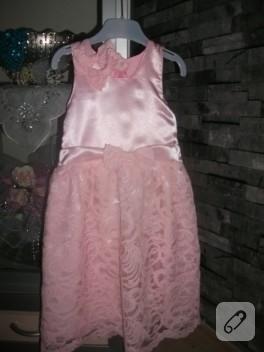 Dantelli pembiş bir elbise