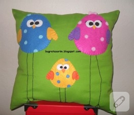 Kuş ailesi, keçeden dekoratif yastık