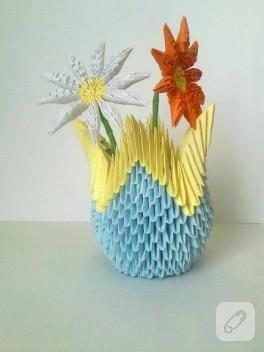 Origami vazo ve çiçekler