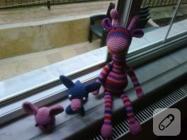 Amigurumi oyuncak çizgili zürafa