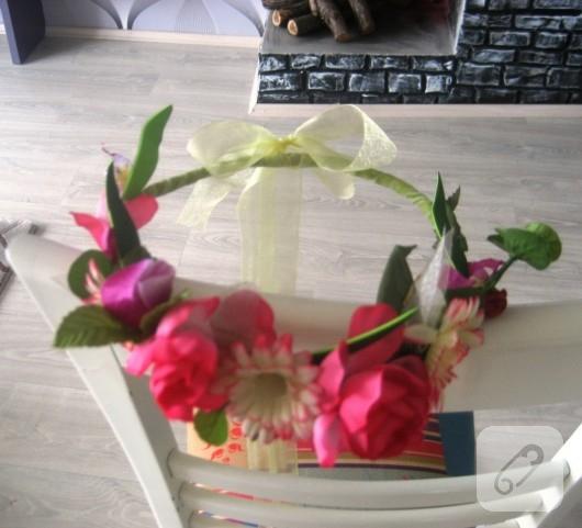 çiçekli taç
