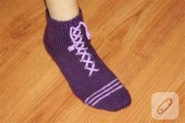 Spor ayakkabı görünümlü örgü patik