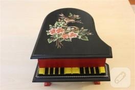 Piyano şeklinde kutu, süsleme çalışması