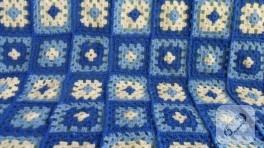 Üç renk örgü battaniye