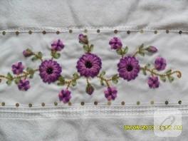 Pembe mor çiçekli kurdele nakışı havlu kenarı