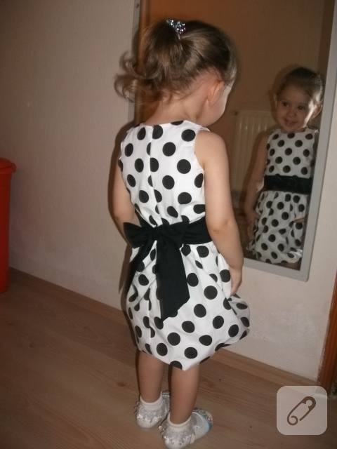 Puantiyeli çocuk elbisesi