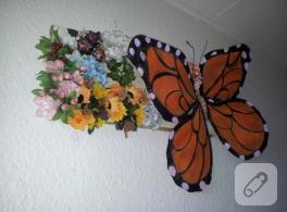 İnce çoraptan kelebekli duvar süsü